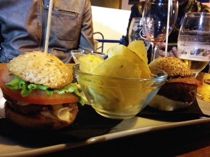 Las mini hamburguesas de La Bulla, sitio de tapas del Charco de San Ginés