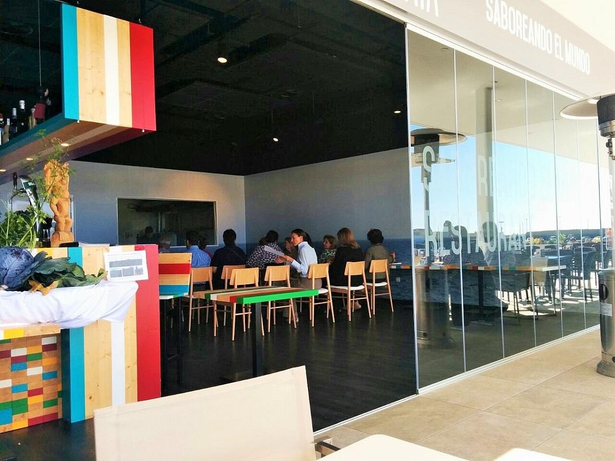 Paía Restaurant, moderno, barato y bien localizado.