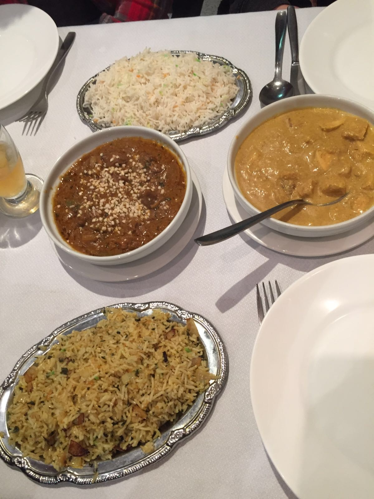 Dos tipos de arroz, cordero picante Jalfrezi y pollo korma!