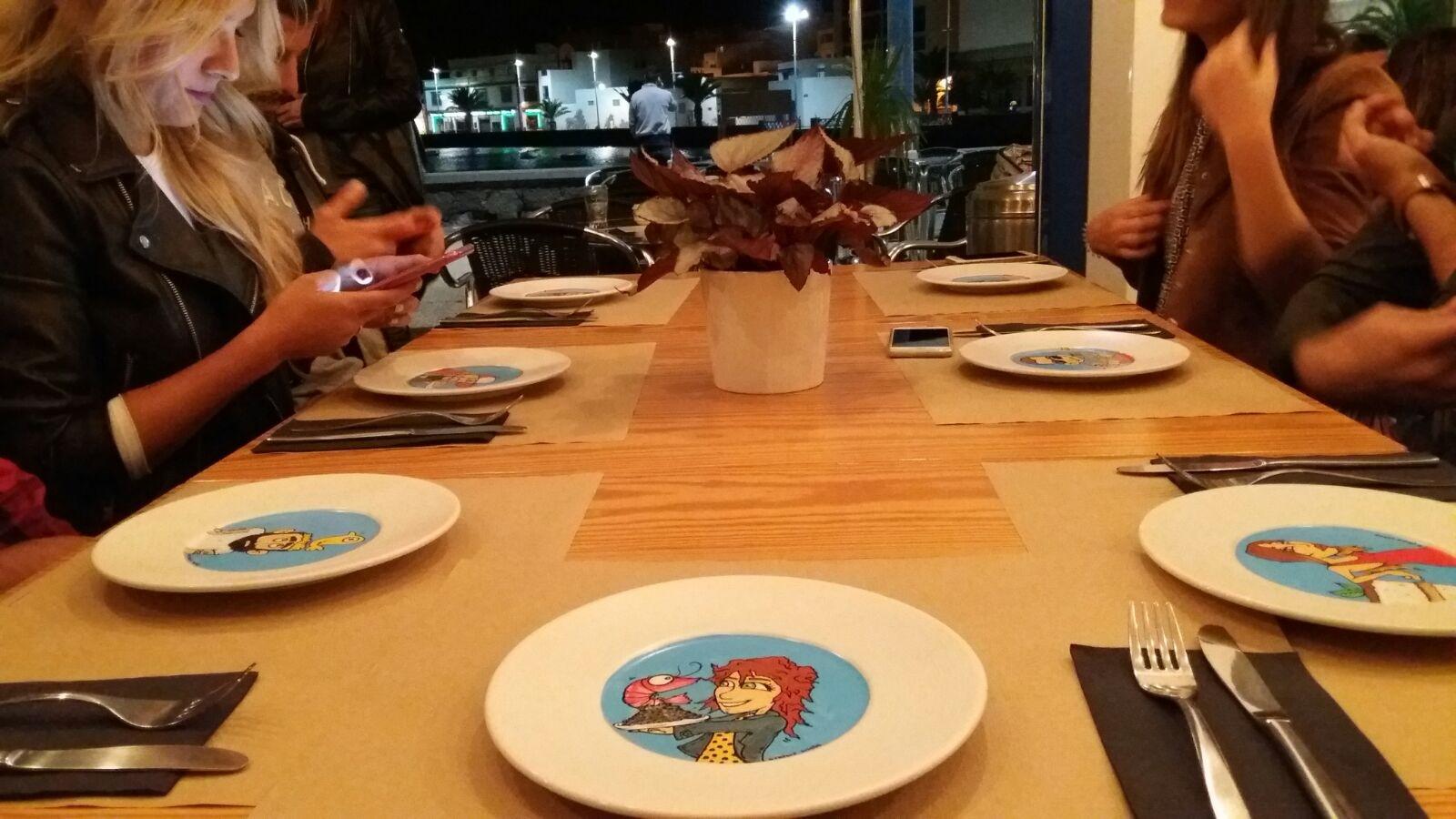 Regalo de la casa: platos personalizados obra de Luisete Álvarez