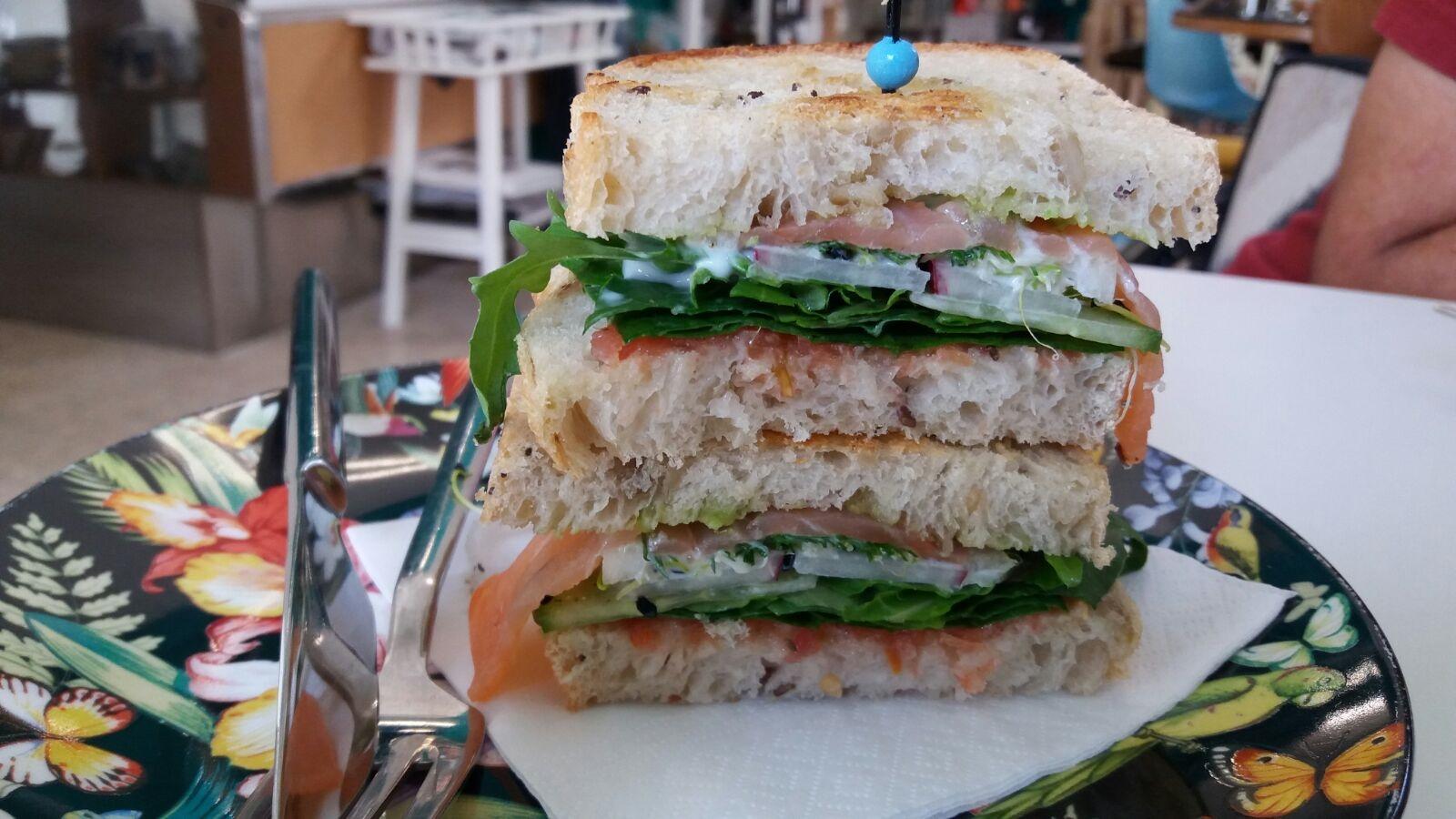 Sándwich de salmón, equilibrio en sabor, color y texturas!