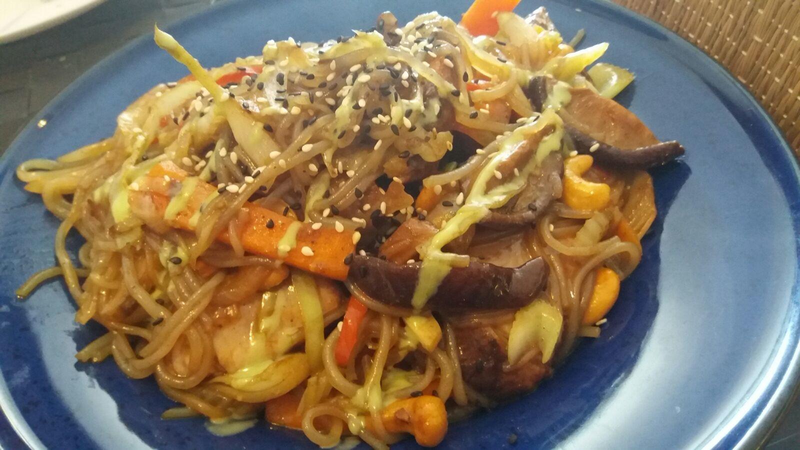 Wok de verduras de temporada y atún con setas!