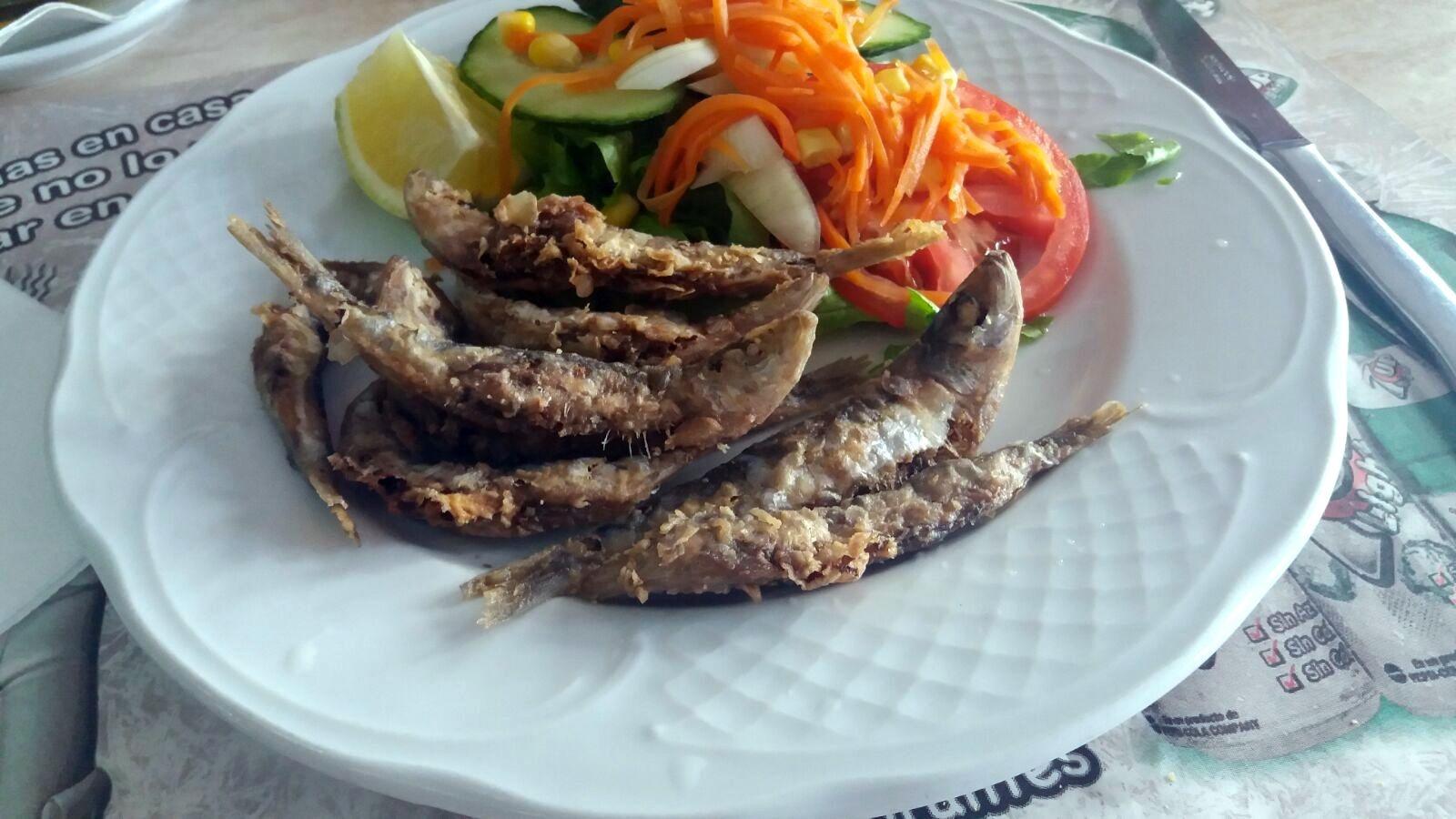 Crujientes sardinas locales!